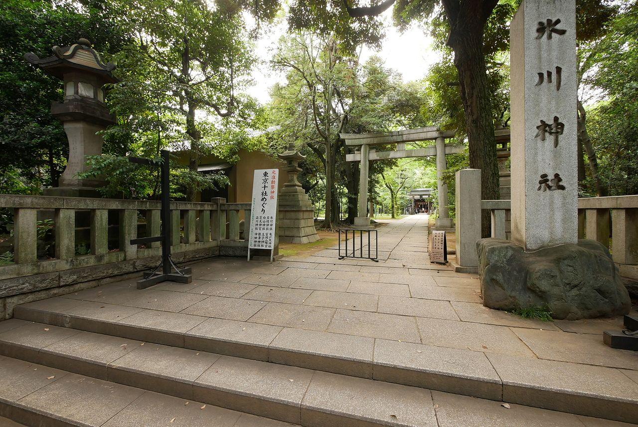 赤坂氷川神社入口