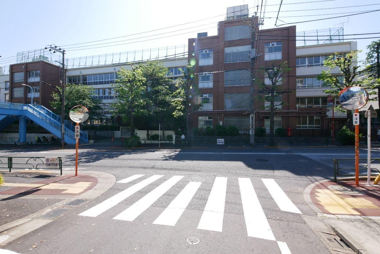 中目黒小学校の外観写真