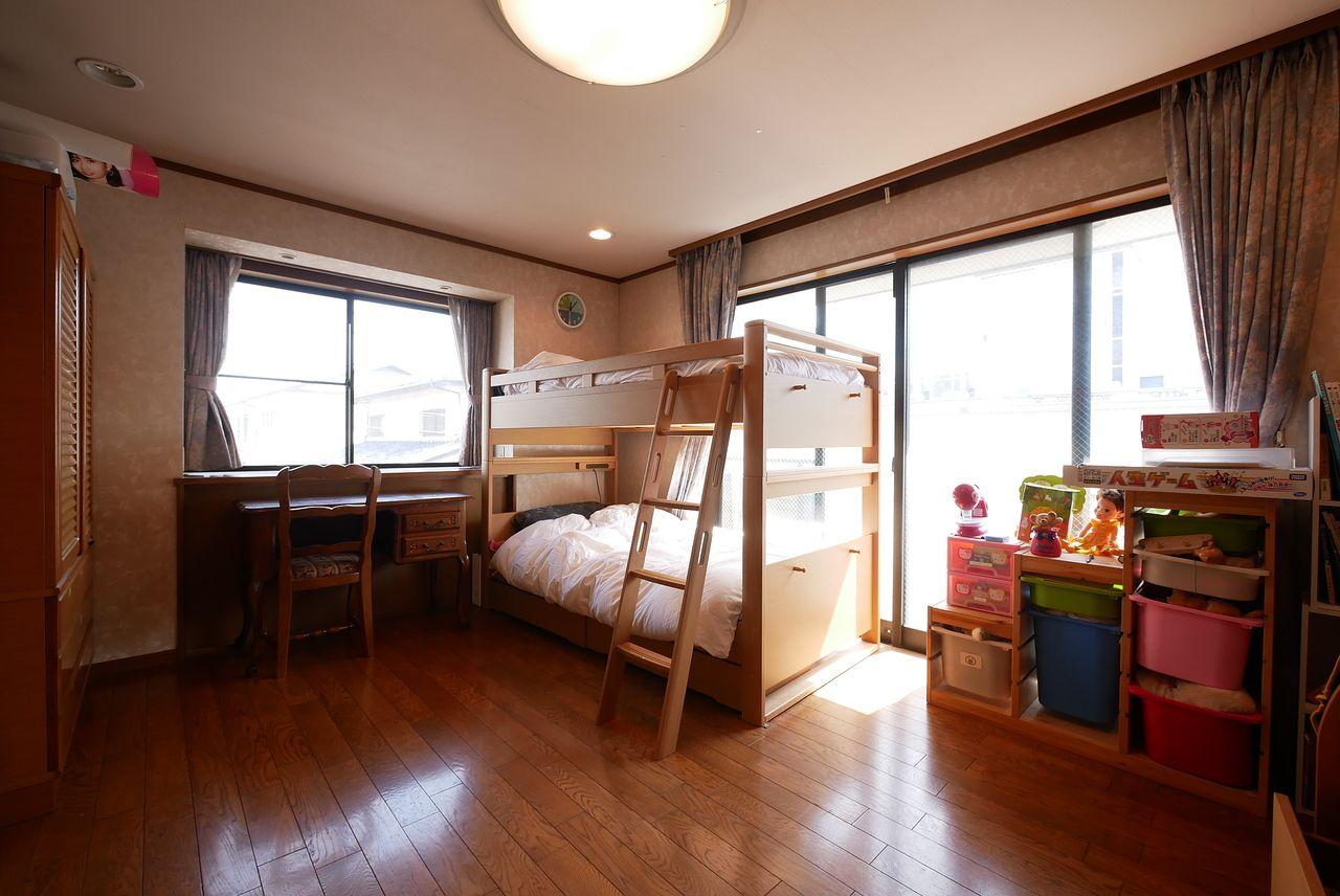 東南角部屋の洋室はウォークインクローゼット付きのゆったり10帖!風水の先生の話では子ども部屋にオススメらしいですよ。