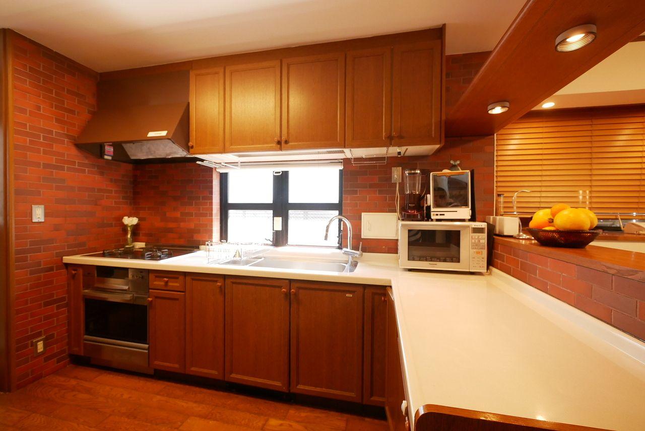 広々とした作業スペースを確保したキッチン