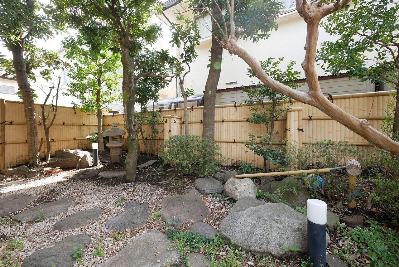 和テイストを愉しむお庭はリビング隣接です。