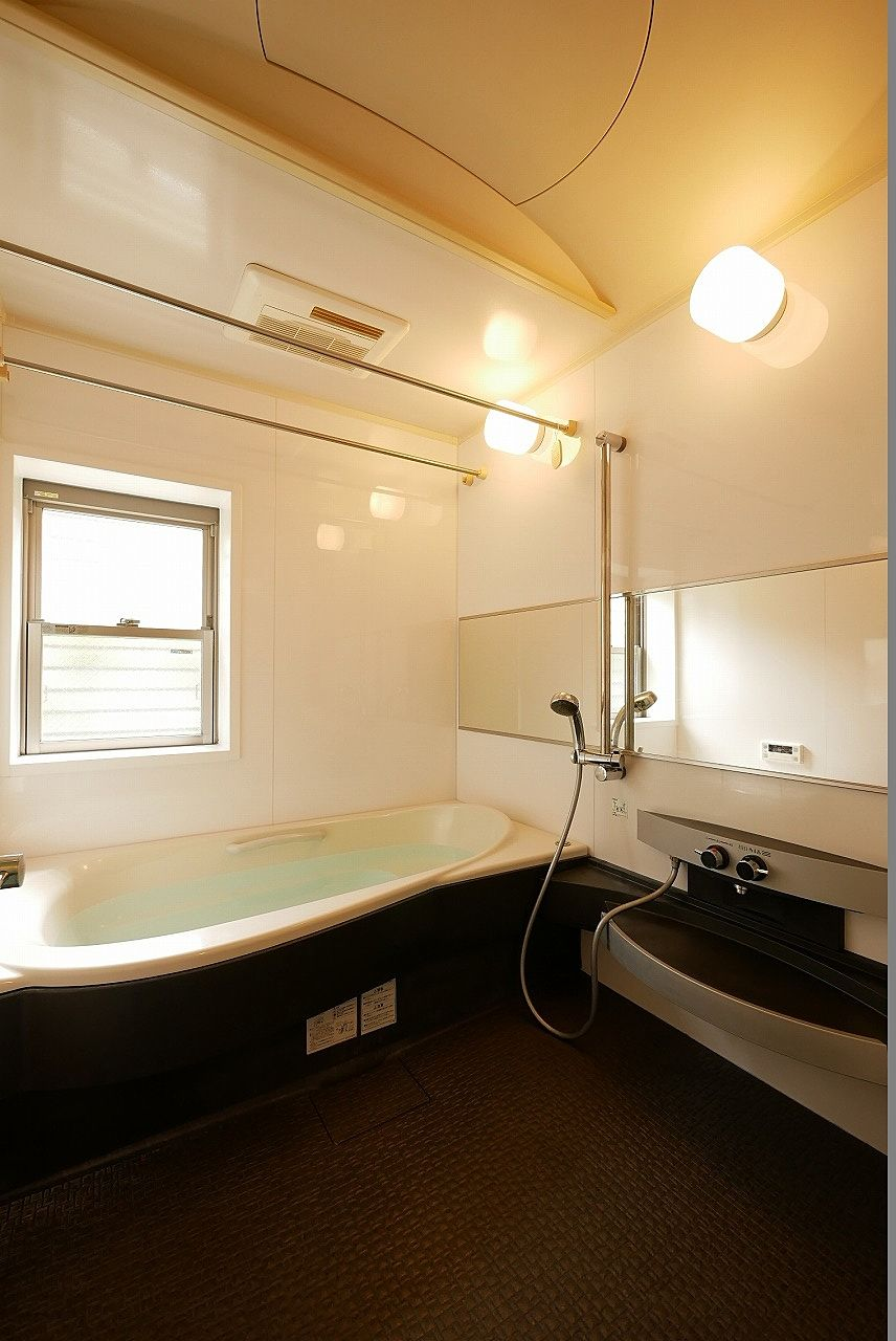 魅力的な浴室の写真を追加でもう1枚