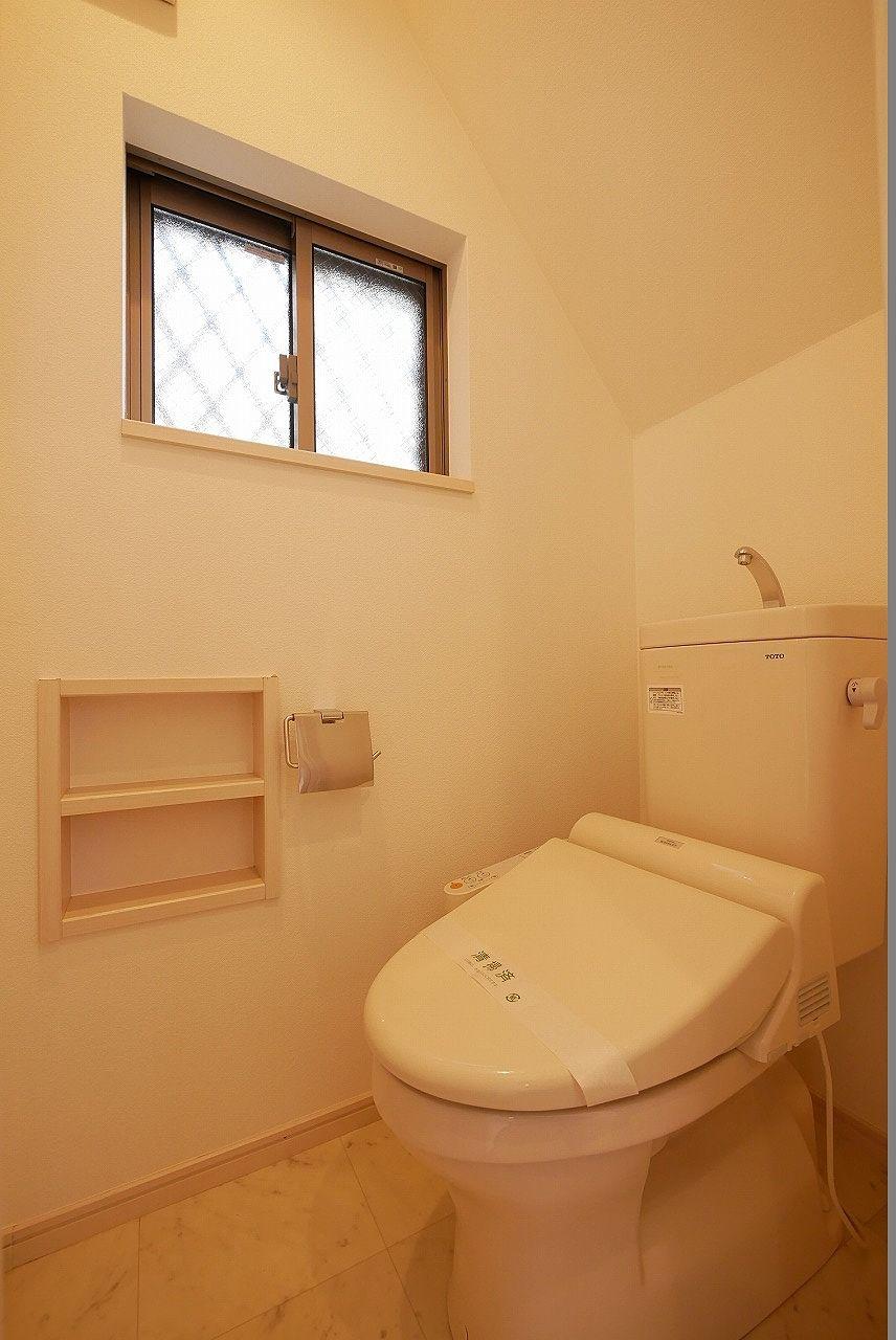 1階トイレ 小窓付きなのがイイですね~