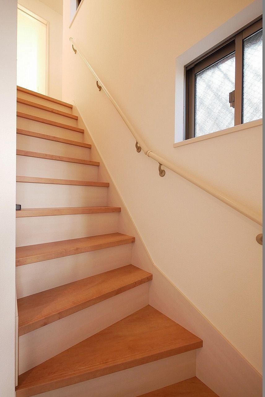 階段の手すり+小窓