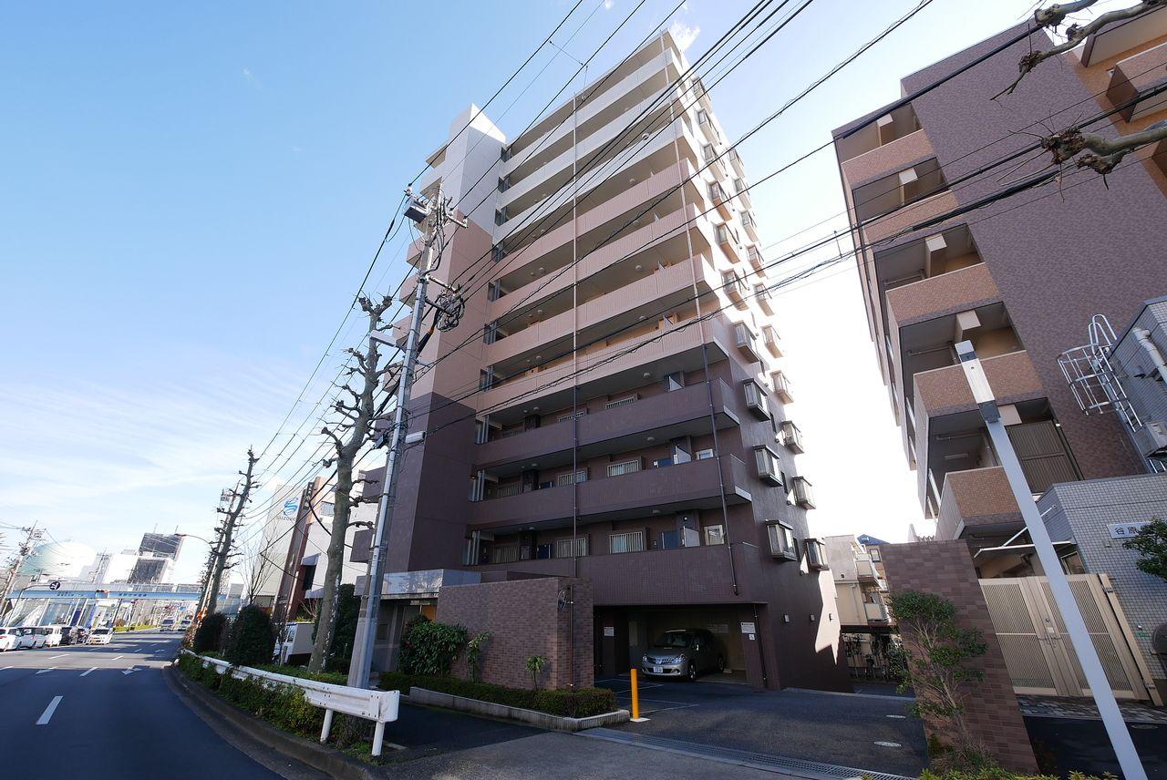 高台に立地するマンションの11階・最上階!