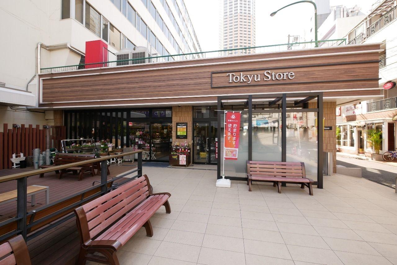 中目黒駅すぐ近くにある東急ストアの外観写真