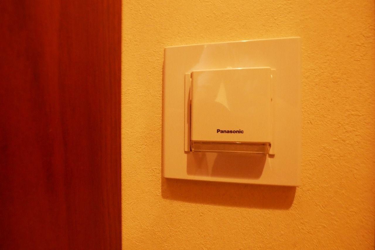 夜間は廊下の足元灯として、災害時には一時的な懐中電灯として利用可能